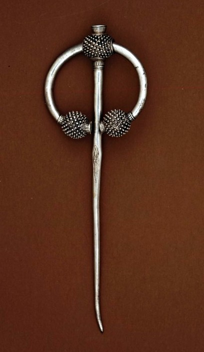 Ballynogan thistle brooch