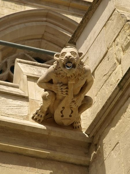 450px-Gargoyle,_Gloucester_Cathedral_-_geograph.org.uk_-_876592