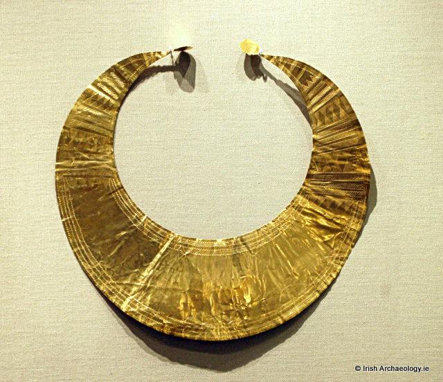 gold lunula