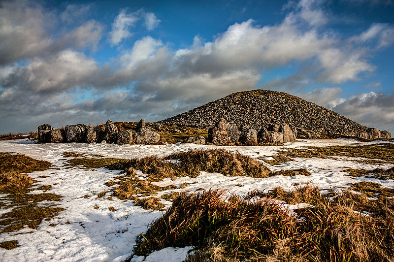 Loughcrew_Cairn_in_snow